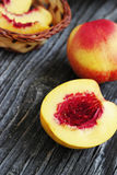 Whole and sliced nectarines Royalty Free Stock Images