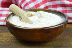 Free Whole Wheat Flour In Wooden Bowl Royalty Free Stock Photography - 67766937
