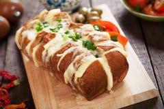 Wholegrain bröd som är välfyllt med ost Royaltyfria Bilder