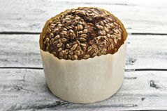 Wholegrain brood in papper Royalty-vrije Stock Foto's