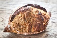 Wholegrain chleb na drewnianym tle Obraz Royalty Free