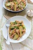 Wholegrain pasta med haricot vert, zucchini Royaltyfria Foton