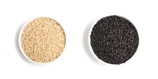 Wholegrain Zwart-witte Rijst volkorenmeel integraal stock afbeelding