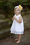whtie för det fria för klänningflicka liten Royaltyfri Bild