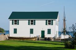 Whut hus på floden Arkivfoton