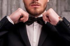 Wiązać łęku krawat. Fotografia Royalty Free