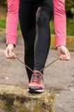 Wiązać shoelaces Zdjęcia Stock
