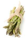 Wiązany plik świeży rżnięty surowy, uncooked zielony szparagowy warzywo, Zdjęcie Stock