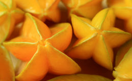 Wiązka żywego koloru dojrzałe Gwiazdowe owoc unikalnego kształta tropikalna owoc w Tajlandia Obraz Royalty Free