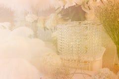 Wiązka biała hortensja, piórko i krystaliczny ornament z miękką częścią, Zdjęcie Royalty Free