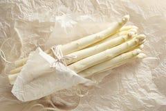 Wiązka biały asparagus Zdjęcia Stock