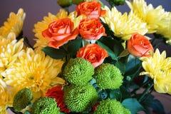 Wiązka jesień kwitnie z chryzantemami zdjęcia royalty free