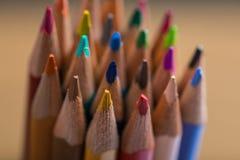 Wiązka kolorów ołówki w stojaku Zdjęcia Stock