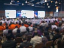 Wiązka ludzie przy seminaryjną salą konferencyjną obraz stock
