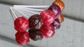Wiązka pięć smakowitych lizaków zdjęcia stock