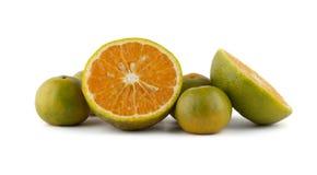 Wiązka pomarańcze i pokrojone pomarańcze Obrazy Royalty Free