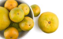 Wiązka pomarańcze w białym pucharze Zdjęcia Royalty Free