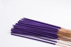 Wiązka purpury kadzidła kije odizolowywający na białym tle fotografia stock