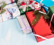 Wiązka różnorodni prezentów pudełka Fotografia Royalty Free