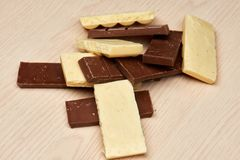 Wiązka wyśmienicie czarny i biały porowaty czekoladowy zbliżenie Fotografia Stock
