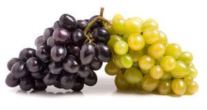 Wiązka zielony i błękitny winogrono odizolowywający na białym tle fotografia royalty free