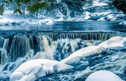 Więź spada na Ontonogan rzece (środkowa sekcja) zdjęcia royalty free