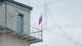Więźniarska frontier post drutu kolczastego Rosja flaga zbiory wideo