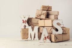 więcej toreb, Świąt oszronieją Klaus Santa niebo Bożenarodzeniowi prezenty z drewnianymi dekoracja listami - Zdjęcia Royalty Free