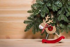 więcej toreb, Świąt oszronieją Klaus Santa niebo Nowego Roku miasteczko, drewniana rogacz zabawka, drewniani listów boże narodzen obraz stock