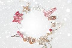 więcej toreb, Świąt oszronieją Klaus Santa niebo Wianek boże narodzenie dekoracje i zabawki fotografia royalty free