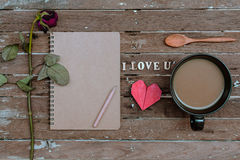 Więdnący różany i filiżanka kawy Obraz Stock