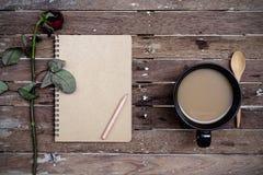 Więdnący różany i filiżanka kawy Fotografia Royalty Free