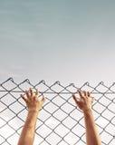 Więzień ręka trzyma stalowego pręt Zdjęcie Stock
