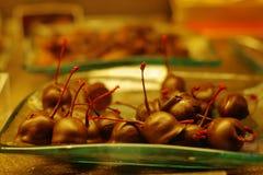 wiśnie i czereśnie czekoladę Zdjęcia Royalty Free