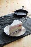 WI doux délicieux de gâteau de crêpe de couche de couleur d'arc-en-ciel de boulangerie de dessert Photos libres de droits