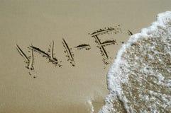 Wi-FI dat in zand wordt geschreven Royalty-vrije Stock Afbeeldingen