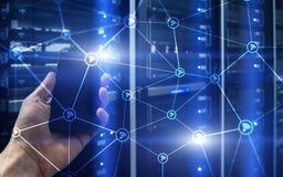 Wi-FI-Netzzusammenfassungsstruktur auf modernem Serverraumhintergrund Lizenzfreies Stockfoto