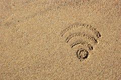 Wi-FI-Zeichen gezeichnet in den Sand Stockfotos
