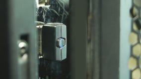 Wi-Fiadapter angeschlossen an den Computer stock video