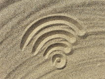 Wi-Fisymbol auf dem Strand Stockfoto