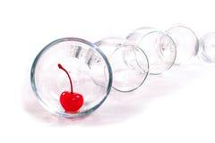 Wiśnia w szklanym pucharze Zdjęcie Royalty Free
