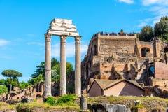 ?wi?tynia Rycynowy i Pollux, w?oszczyzna: Tempio dei Dioscuri Antyczne ruiny Roma?ski forum, Rzym, W?ochy fotografia stock