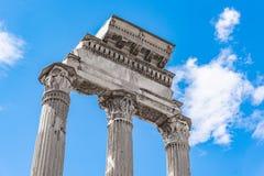 ?wi?tynia Rycynowy i Pollux, w?oszczyzna: Tempio dei Dioscuri Antyczne ruiny Roma?ski forum, Rzym, W?ochy Szczeg??owy widok obraz royalty free