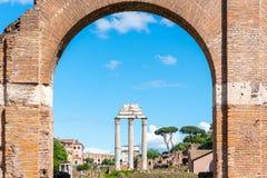 ?wi?tynia Rycynowy i Pollux, w?oszczyzna: Tempio dei Dioscuri Antyczne ruiny Roma?ski forum, Rzym, W?ochy Szczeg??owy widok zdjęcia stock