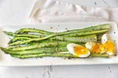 Wi?zka gotuj?cy asparagus z jajkiem fotografia royalty free
