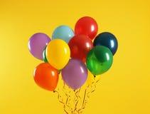 Wi?zka jaskrawi balony na koloru tle obrazy royalty free