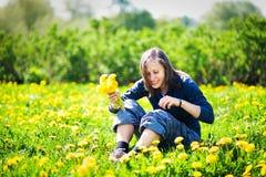 wiązki dandelions dziewczyna Obraz Royalty Free