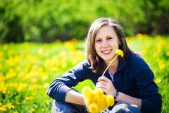 wiązki dandelions dziewczyna Fotografia Royalty Free