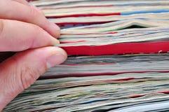 Wiadomość. czytelniczy papierowi magazyny fotografia royalty free