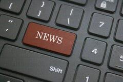 Wiadomość guzik na komputerowej klawiaturze Obrazy Royalty Free
